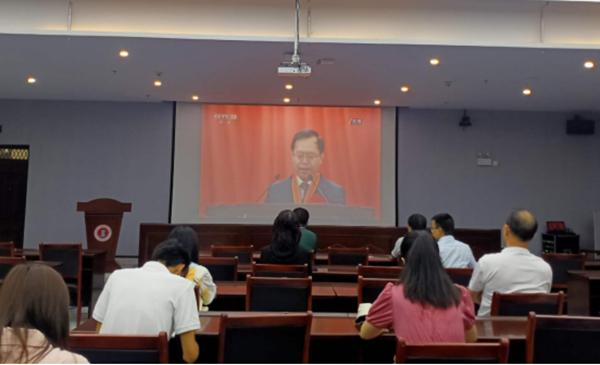 我校组织党员干部及师生观看全国抗击新冠肺炎疫情表彰大会